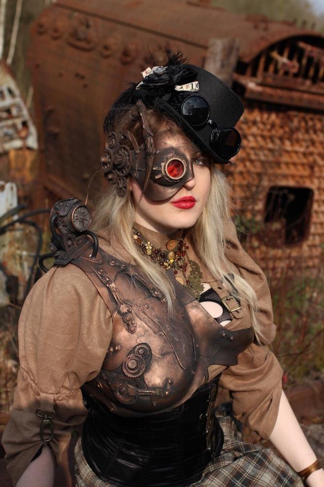 femme en costume steampunk en portrait
