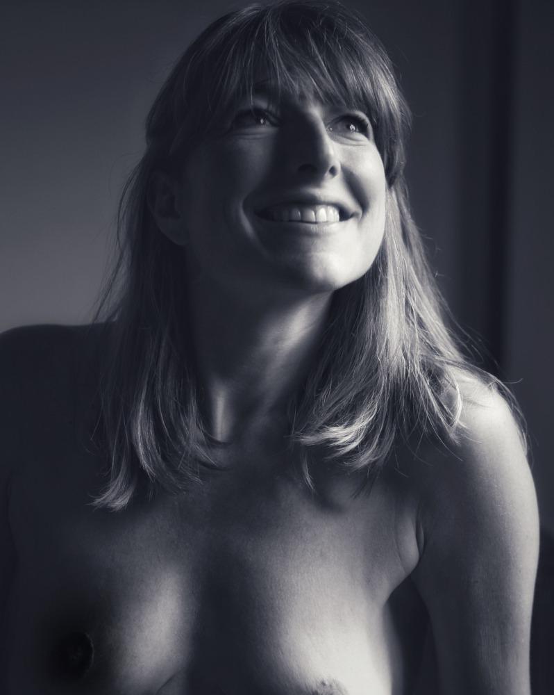Shooting modèle femme nu nude photothérapie